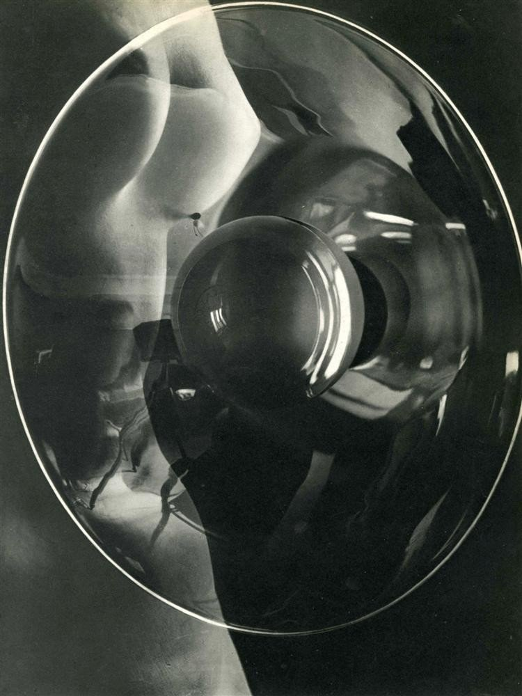 1051: MAN RAY - Original vintage photogravure