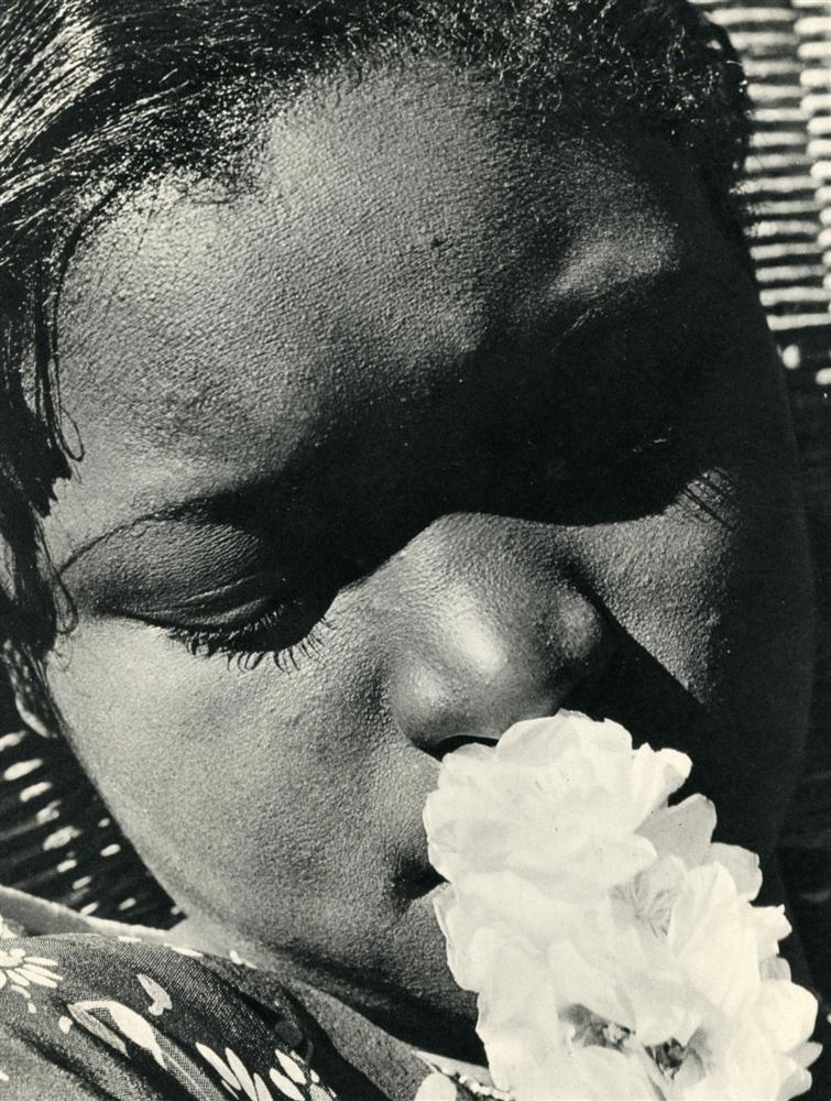 932: CONSUELO KANAGA - Original vintage photogravure