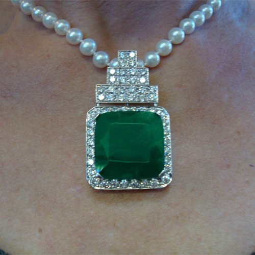 A magnificent 18K 51/2 ct Diamond and pearl necklace