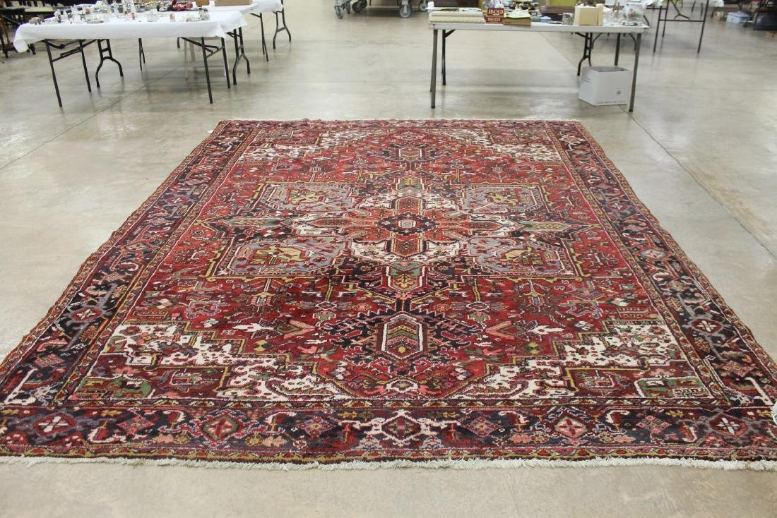 """Heriz Persian rug with a red background, app. 9'7"""" X"""