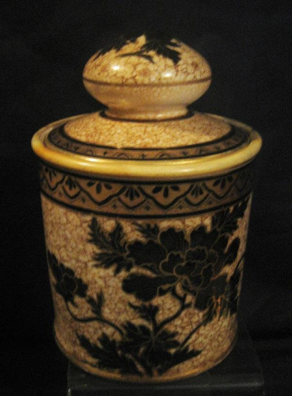 18: Nippon Green M with wreath humidor with floral glaz