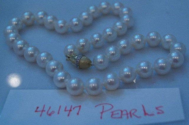 22: Strand of South Seas cultured pearls.