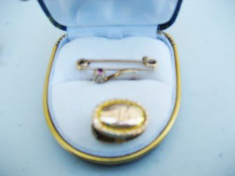"""1: Yellow gold oval clip with """"B"""", estimated 10k, and 1"""