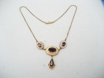 4: Yellow gold necklace with four garnets and many seed