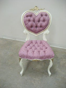 Tufted back and seat heart back vanity chair with