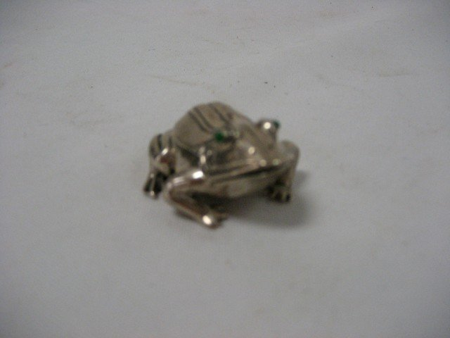 "9: 2"" sterling silver frog box with jewel eyes"