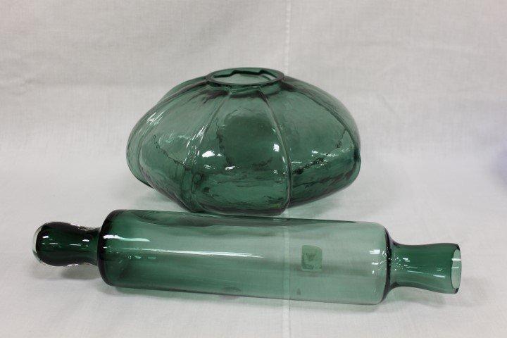 "Pilgrim Glass 8-sided pinwheel vase, 6"" tall, 11 1/2"" w"