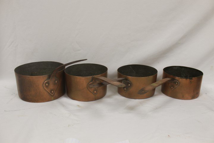 Set of 4 graduated copper pans with flattened copper ha
