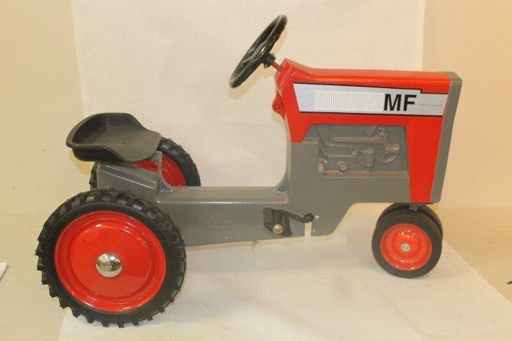 Ertl Massey Ferguson pedal tractor