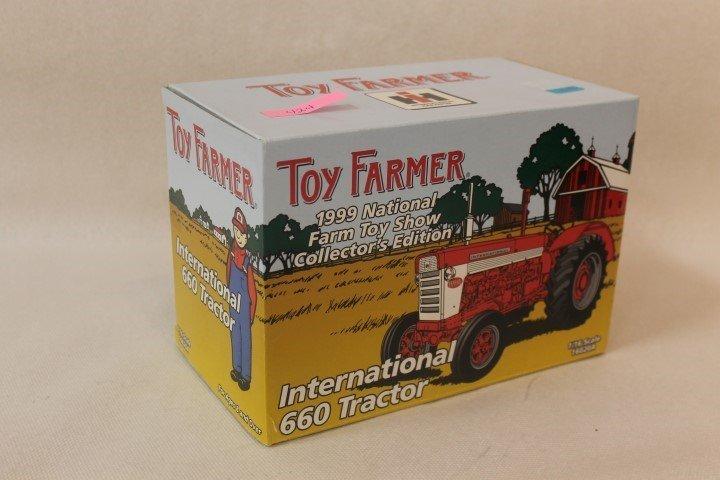 Ertl 1:16 scale Toy Farmer 1999 National Farm Toy Show