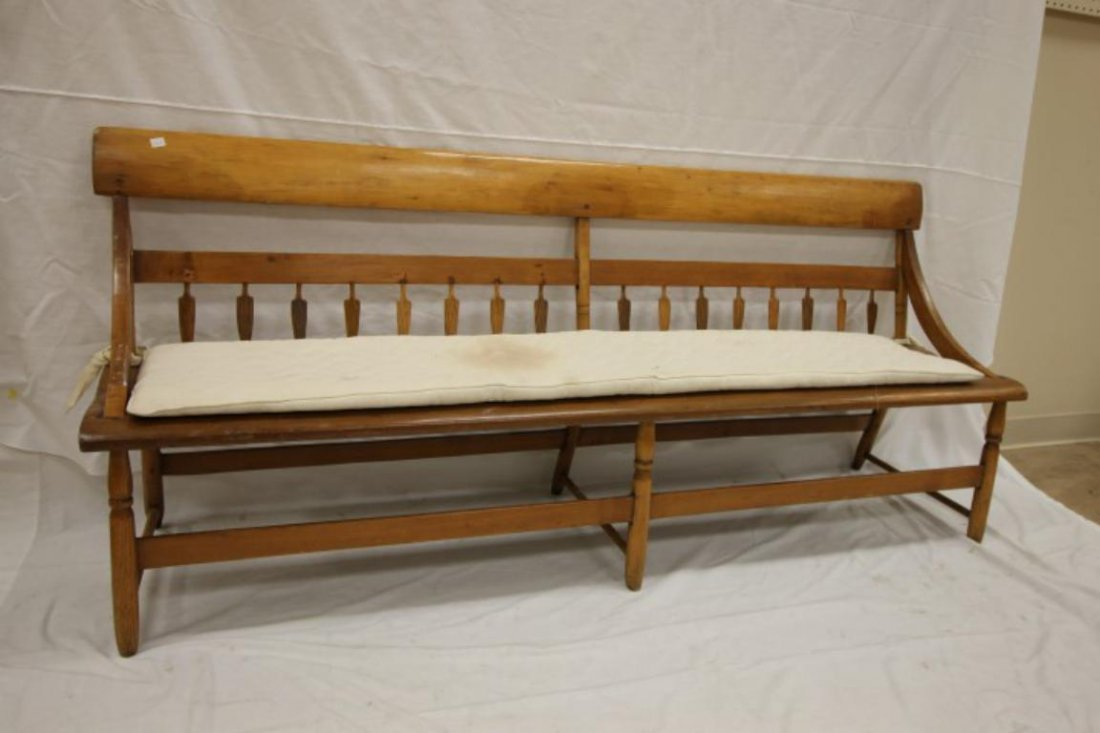 Arrowback Mammy's bench with solid board shaped seat,