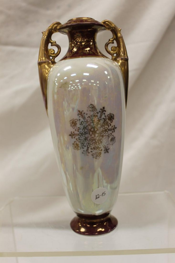 Victoria Austria mother-of-pearl finish vase with G.M. - 3