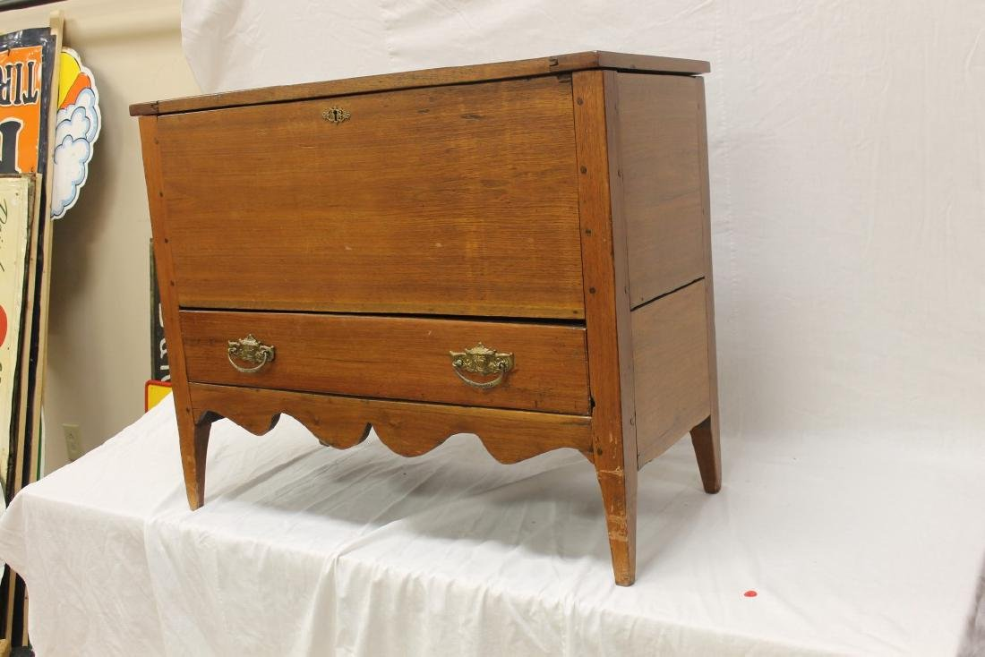 Fine walnut sugar chest with scalloped apron and single