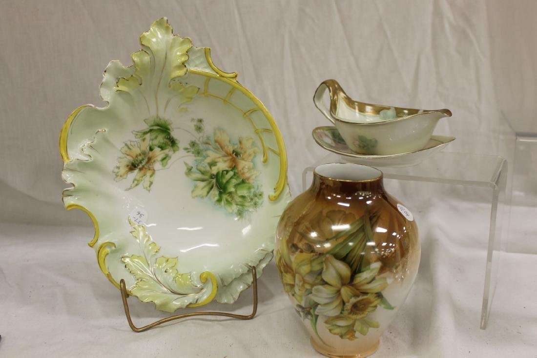 Molded bowl with flowers, with chips; RS Germany