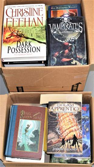 32 Volumes of Books of Science Fiction and Fantasy