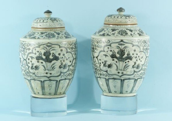 56: CHINESE BLUE & WHITE PORCELAIN URNS, CIRCA 1820-50