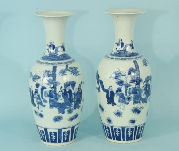 8: PAIR OF CHINESE BLUE AND WHITE PORCELAIN VASES