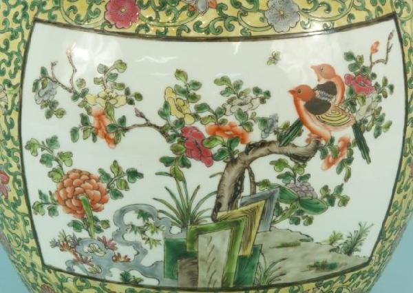 10: PAIR OF CHINESE EXPORT PORCELAIN VASES - 6