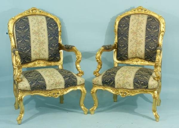 15: PAIR OF CARVED AND GILDED BERGERES