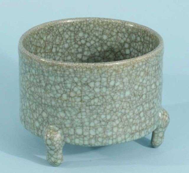 5: CELADON FOOTED BOWL WITH CRACKLE FINISH