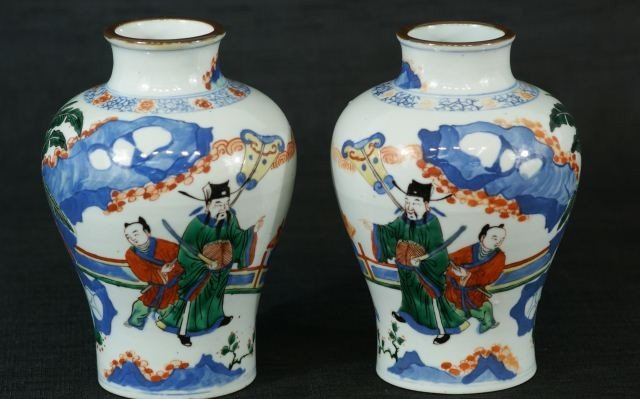 84: PAIR OF 18TH C. CHINESE POLYCHROME PORCELAIN VASES