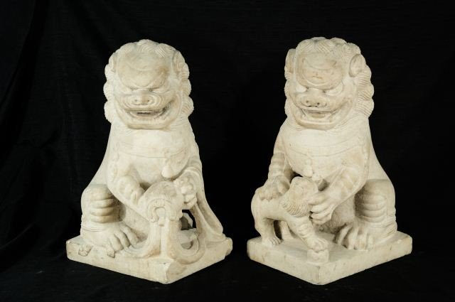 91: PAIR OF 18th CENTURY MARBLE FOO DOGS