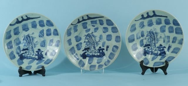8: LOT OF THREE ANTIQUE CHINESE BLUE AND WHITE PLATES