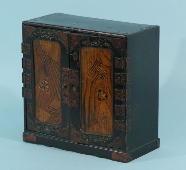 2: VINTAGE SMALL JAPANESE INLAYED & LAQUERED CABINET
