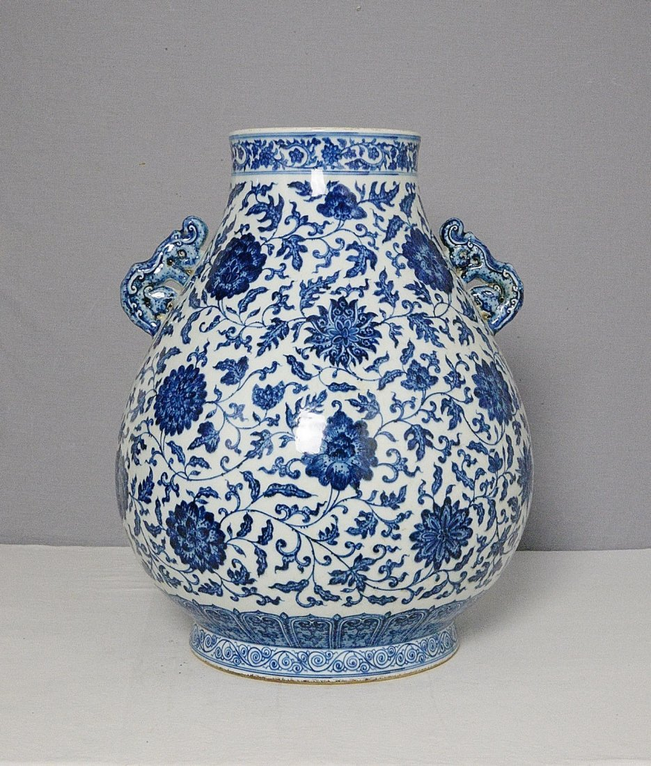 Large Chinese Blue and White Porcelain Pot