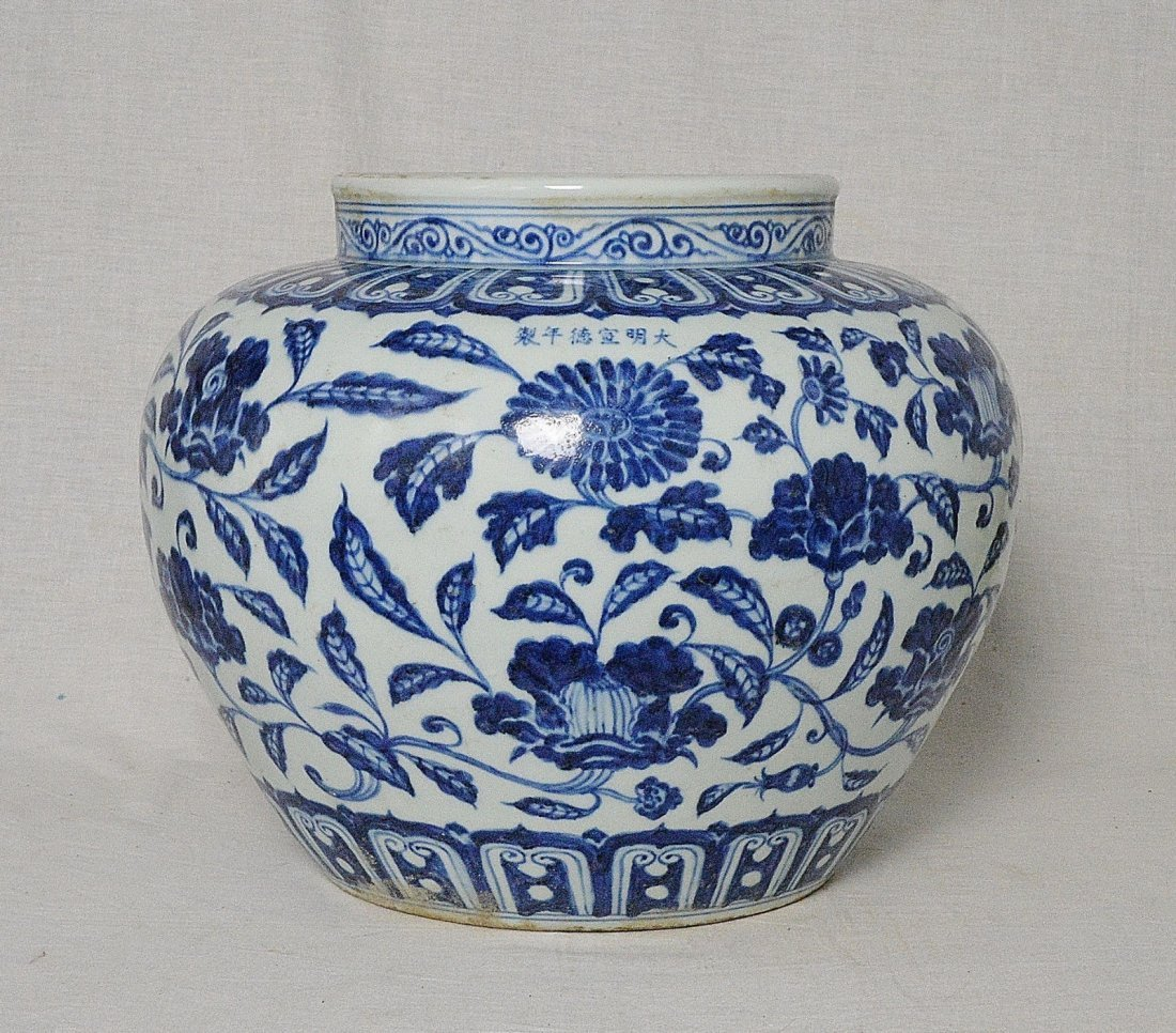 Chinese Blue and White Porcelain Pot With Mark
