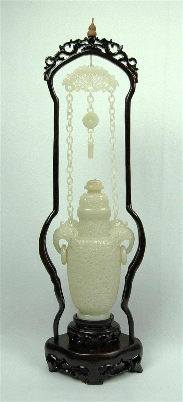 3107: Chinese Mughal-style jade hanging urn