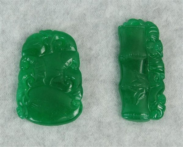 2663: Two Piece of Chinese Green Jadite Pendants