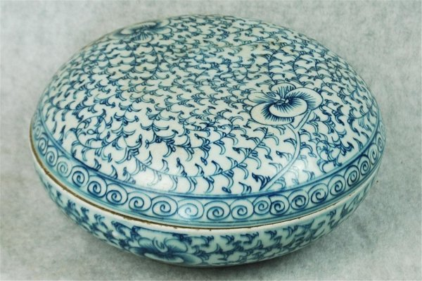 7001: Blue and White  Porcelain  Box