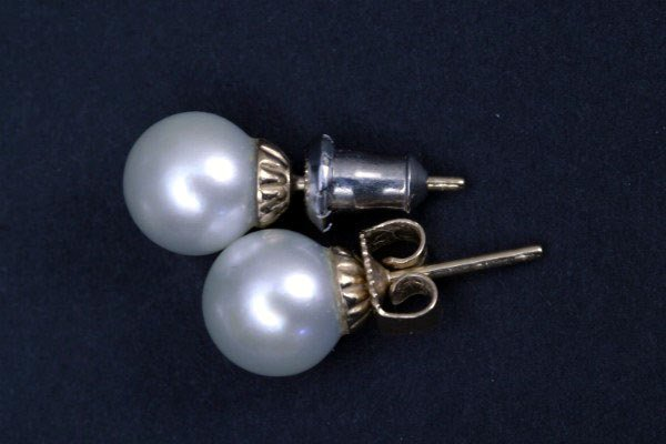 24: Pair of Cultured Earring Studs