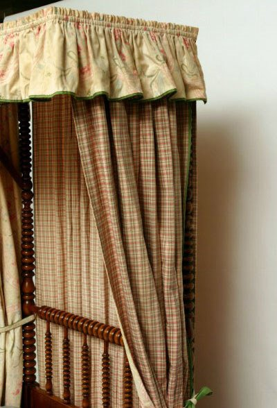 100: Pair of Maple Jenny Lind Twin Beds - 3