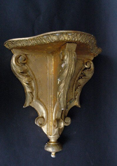 15: Carved and Gilt Wall Bracket