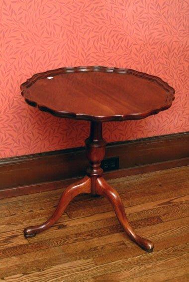 390: Vintage Pie Crust Table