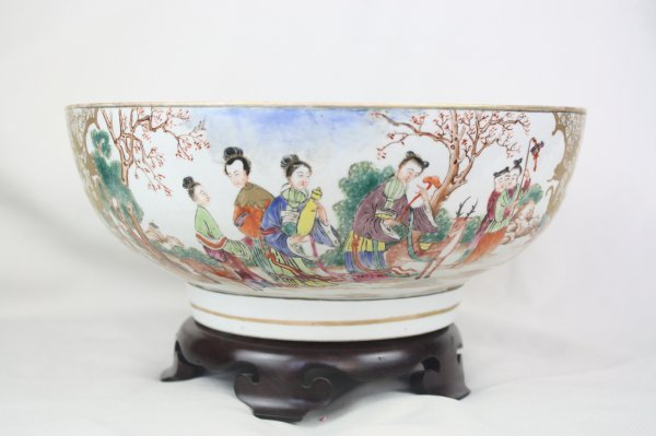 3009: Chinese Export Porcelain Punch Bowl
