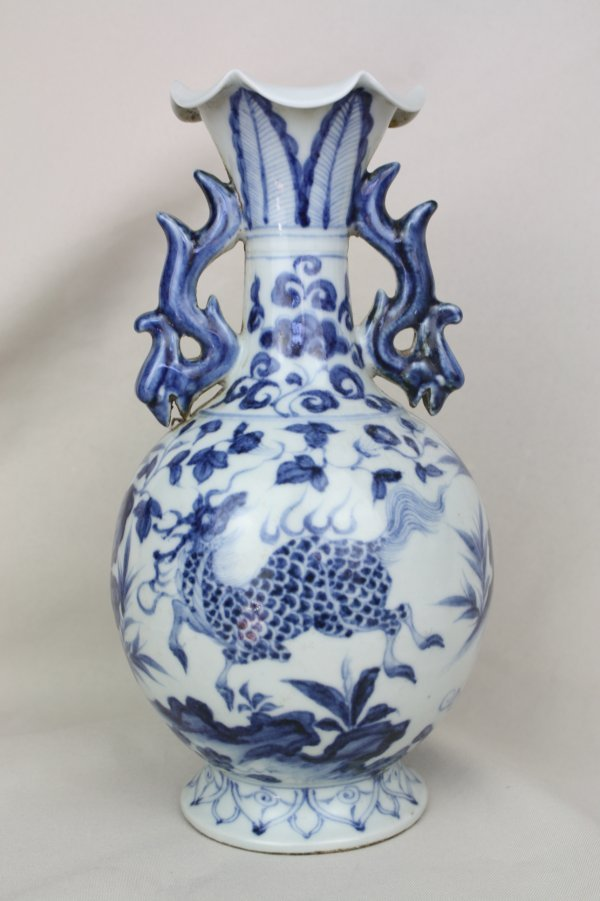3011: Chinese Blue and White Porcelain Vase