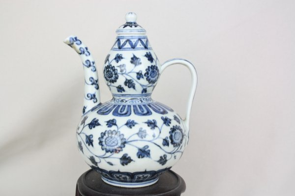 3012: Chinese Blue and White Porcelain Ewer