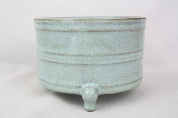 3021: Chinese Ge-type Porcelain Brush Pot
