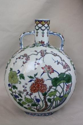 4005: Chinese Doucai Porcelain Vase