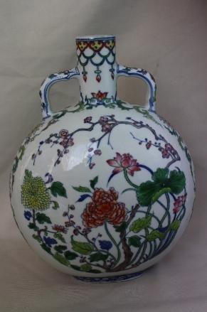 4005: Chinese Doucai Porcelain Vase - 2