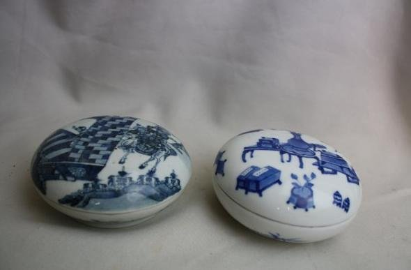 4008: Two Piece Chinese Blue and White Porcelain Inkbox