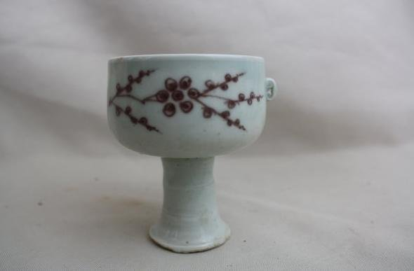 4009: Chinese Copper-red Porcelain Stemcup