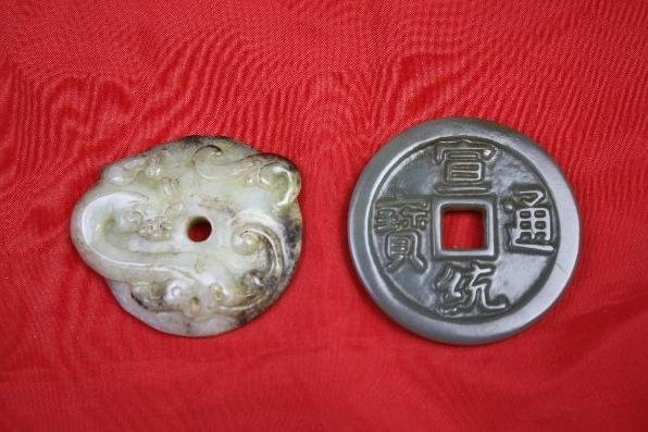4015: Chinese Carved Jade Two Pieces