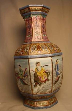 4054: Chinese Famille Rose Porcelain Vase
