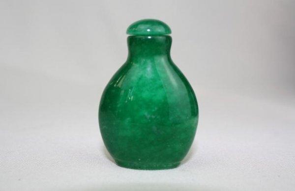 5016: Chinese Jadeite Snuff Bottle
