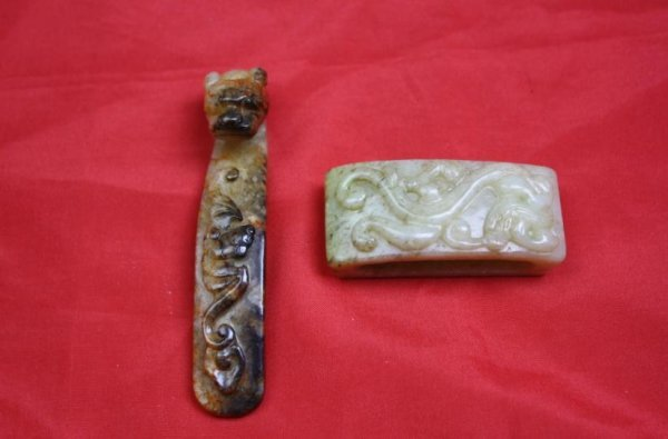 5021: Chinese Carved Jade Two Pieces Items