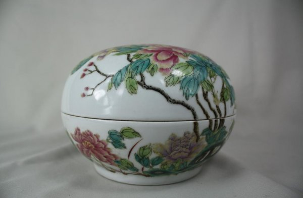 5178: Chinese Porcelain Box and Cover